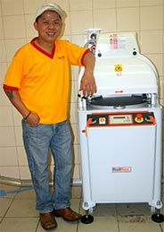 Happy client with his REX30 Automatic Divider Rounder
